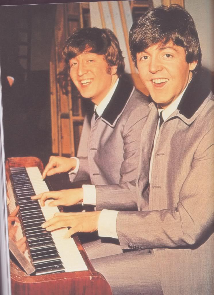 John-and-Paul-lennon-mccartney-29738159-745-1024Young John Lennon And Paul Mccartney